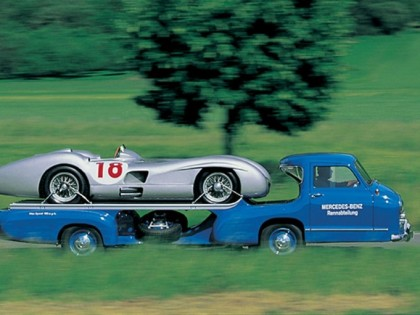 MOTO MADNESS : A Photographic History of Vintage Race Car Transporters